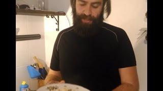 Нормальный рецепт. Паста (макароны) в сливочном соусе с сыром, луком, курицей и грибами.