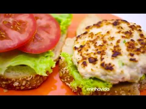 Hambúrguer de frango caseiro fit: opção de lanche saudável