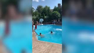 Epic slam dunk!Kids pull off 26-throwpool trick shot