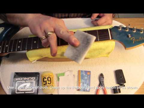 How To Clean The Rosewood Fretboard On Your Guitar / A pro tutorial...