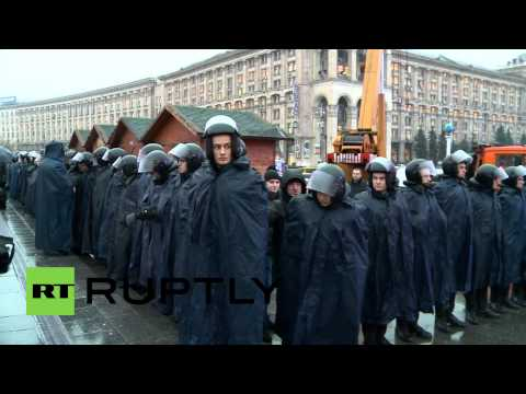 Ukraine: Thousands protest over delay of EU trade pact
