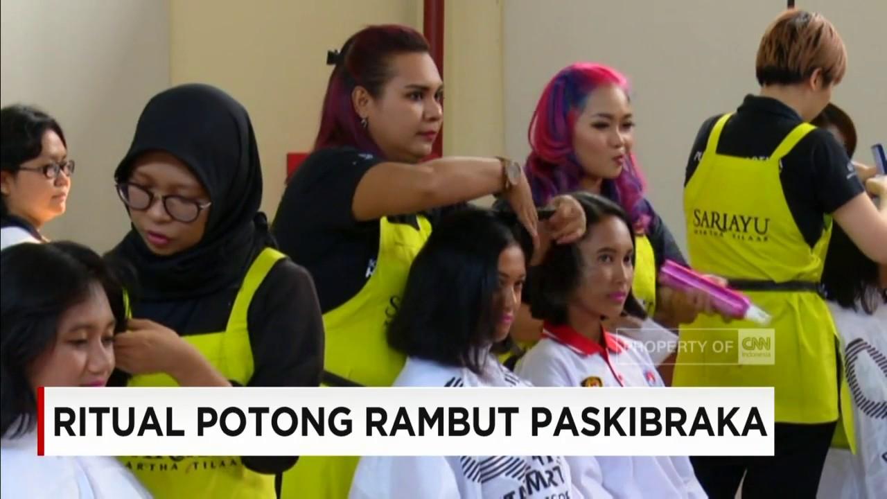 Ritual Potong Rambut Paskibraka Jelang Upacara Bendera Di Istana Merdeka Youtube