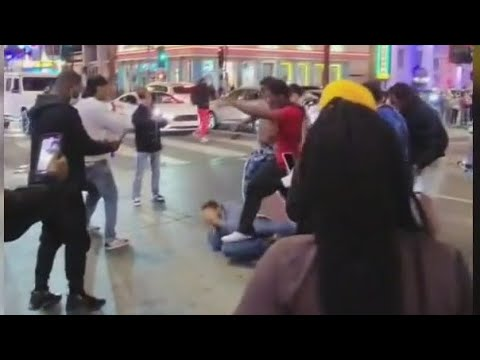 Download Man attacked by several people in Hollywood