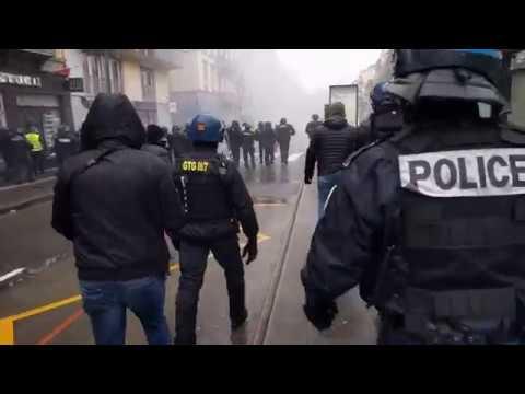 Face à face tendu entre Gilets jaunes et gendarmes à Strasbourg