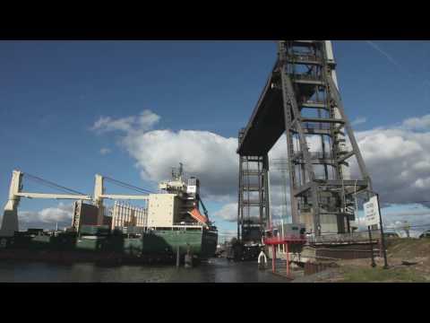 """""""Raumschiff"""" Rickmers New Orleans in Hamburg"""
