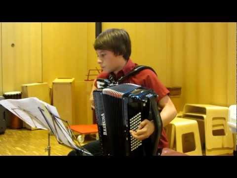 akkordeon spielen lernen - akkordeon spielend erklärt - ein jahr akkordeon spielen from YouTube · Duration:  4 minutes 57 seconds
