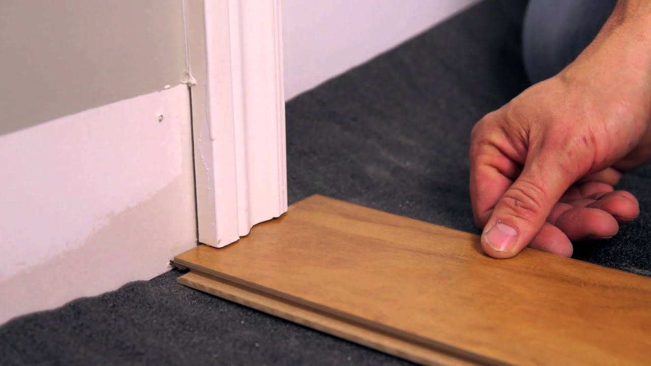 Rona comment installer un plancher flottant youtube for Pose seuil de porte parquet flottant