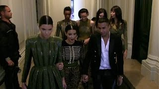 Baixar EXCLUSIVE - Kim Kardashian and Kendall Jenner leave Balmain with fellow models and Olivier Rousteing