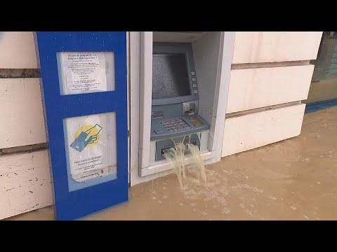فيضانات جنوب شرق فرنسا.. ارتفاع المياه تجاوز المتر والنصف…  - 17:21-2018 / 6 / 14