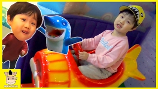 Indoor Playground Fun for kids toys how to play Finger Family Song Pororo| MariAndKids Toys