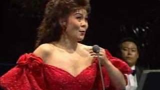 Hei Kyung Hong sings
