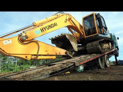 Fuso Self Loader Truck Moving Excavator Hyundai 220-9SH