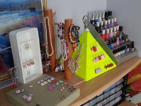 Diy n 5 faire un pr sentoir pour colliers foulards - Comment faire un presentoire a bijoux ...