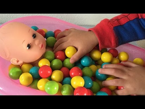 Thumbnail: Baby Doll Bath Time In Gumballs Pretend Play