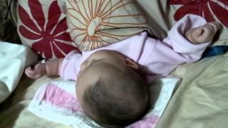 寝てるのにパタパタ手を動かしててかわいかったので録画しました。