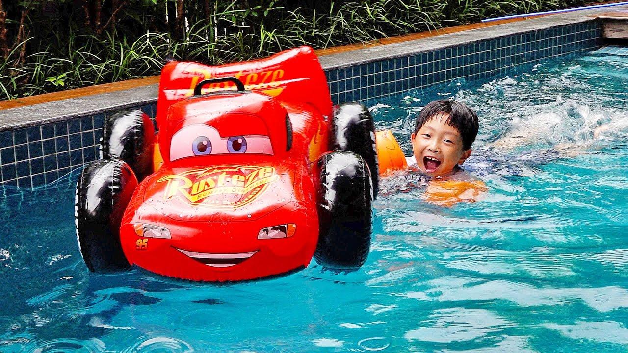 예준이의 수영장 물놀이 튜브놀이 자동차 장난감 놀이터 Water Pool Car Toy Tube Pretend Play