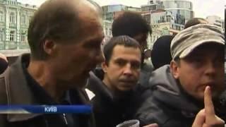 Болельшики пытаются купить билеты на матч Украина-Фр...(, 2013-11-13T08:07:34.000Z)