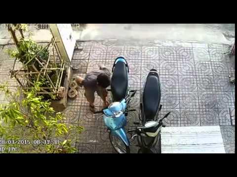 Trộm Xe Máy Bất Thành Vì Bánh Sau Bị Khóa