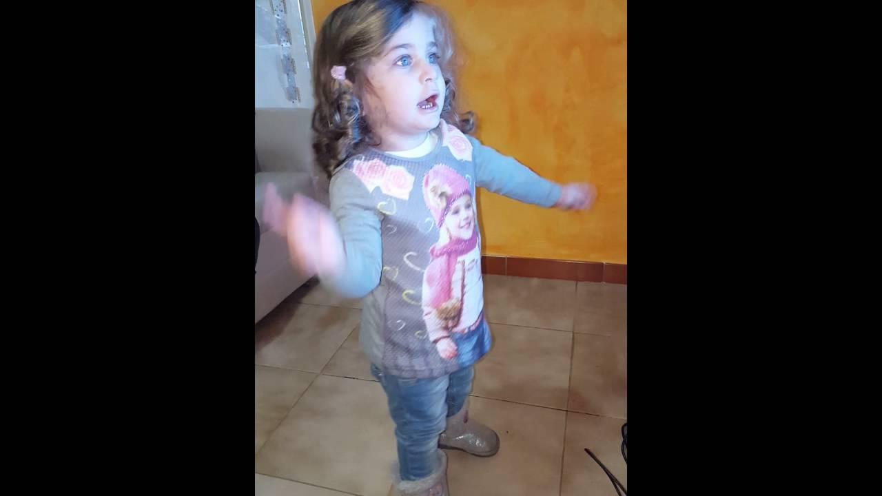 Bimba di 2 anni che canta una finestra tra le stelle youtube - Canzone di annalisa una finestra tra le stelle ...