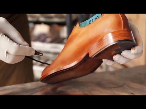 Ingenious Craftsmen Make Handmade Leather Shoes
