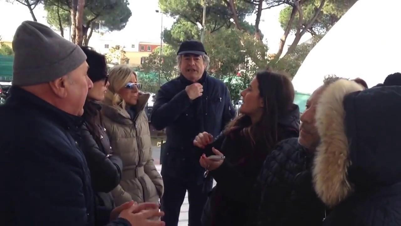 Protesta delle mamme fuori la scuola elementare sandro - Agenzie immobiliari san sebastiano al vesuvio ...