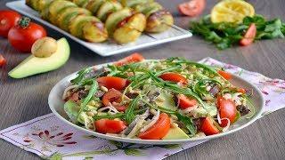 Салат из запеченной говядины с авокадо и рукколой