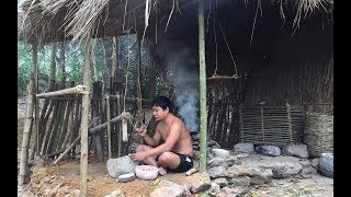 Primitive Technology:Foods For Bird-Cassava and Millstone-Primitive life-wilderness thumbnail