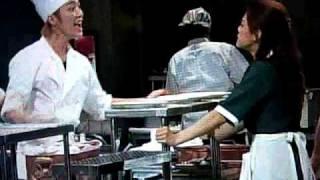 大混乱の調理場。しかしこれが日常。 演出:蜷川幸雄 出演:成宮寛貴 勝...