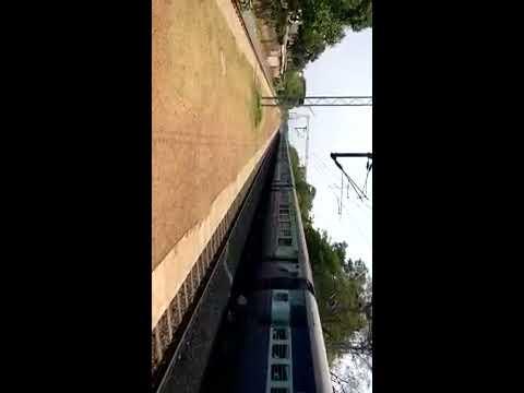 Superb chugging & Honking Bondamunda WDM3D with 22840 Bhubaneswar Rourkela Intercity thunders past
