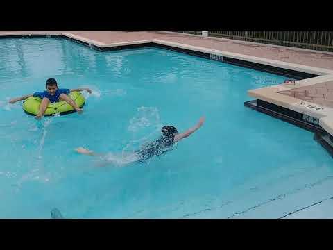 Diversión en la piscina de Kensington de Royal Palm Beach(2)