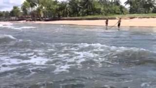 Pescaria de rede de arrasto no condomínio ponta da ilha com
