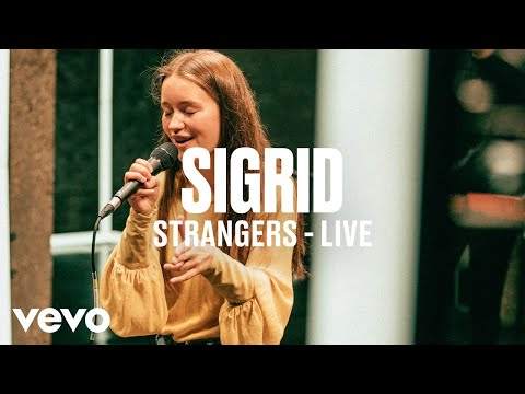 sigrid---strangers-(live)---dscvr-artists-to-watch-2018