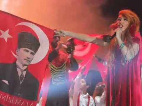 Hande Yener - Biz Atatürk Gençleriyiz