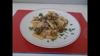 Pasta con funghi e salsiccia | Ricetta semplice - Le ricette di zia Franca