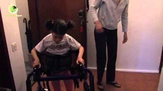 Ana Beatriz já anda com andarilho ortopédico