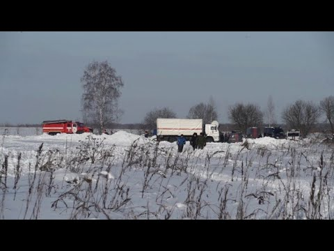 Investigators hunt in snow for clues over Russian plane crash