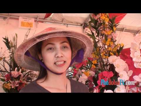 Cô bán hoa xứ Gò Công giữa chợ hoa Phước Lộc Thọ