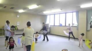 親子リトミックサークル 2〜3歳児クラスのレッスン風景です。 初めて...