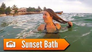 Sri Lanka 7: SUNSET BATH AT THE BEACH