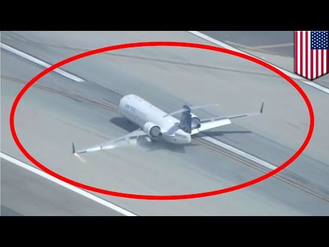 Emergency landing: Plane lands on belly at Los Angeles International Airport - TomoNews
