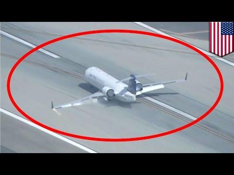 Emergency landing: Plane lands on belly at Los Angeles International Airport - TomoNews