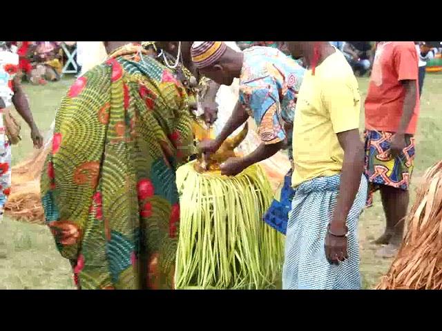 Démonstrations des groupes folkloriques du village( Tokpli ) dAgbéyomé Kodjo.