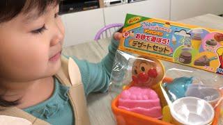 外が雨!?アンパンマンお砂で遊ぼう!デザートセットでおままごと おみせやさんごっこ  Anpanman Sandpit Toys