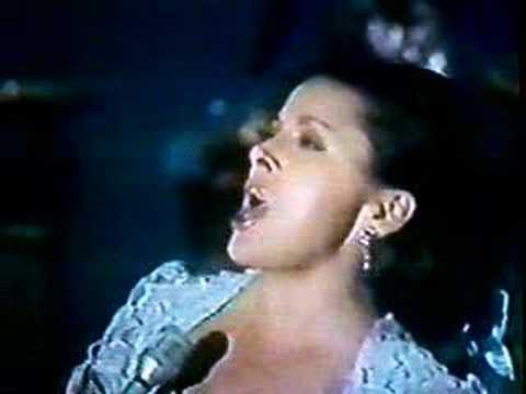 """Maria de Lourdes interpreta """"Juan Colorado"""""""
