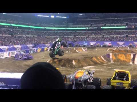 Grave Digger Freestyle Winner Indy Lucas Oil Stadium 2015