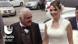 Vicente Fernández entregó a su única hija en el altar thumbnail