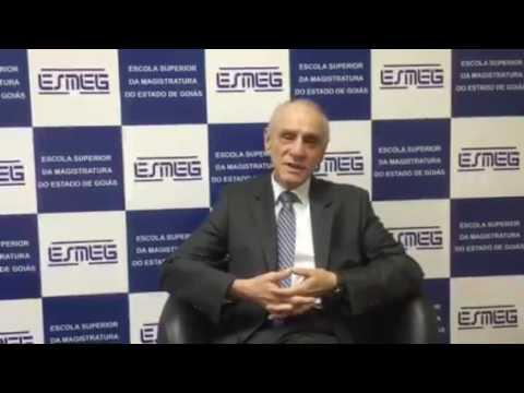 Antônio Carlos Marcato ministra aula na ESMEG