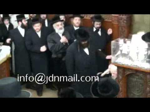 Tosh Rebbe Joining Chassidim In Saying Tehillim - 22 Kislev 5771