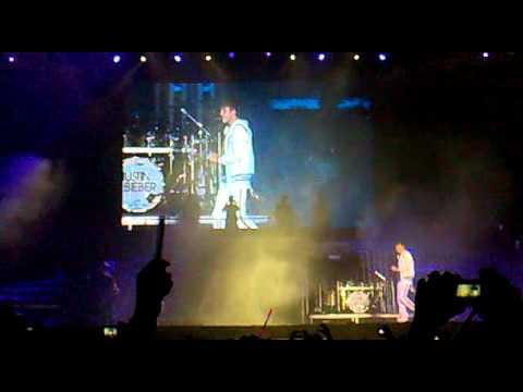 Justin Bieber talking about Brazil in Rio's concert - 05/10/11 www.JBIEBER.com