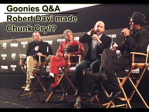 Goonies Q&A  Jeff Cohen ChunkTalks about how Robert Davi Jake Made Him Really Cry on Set